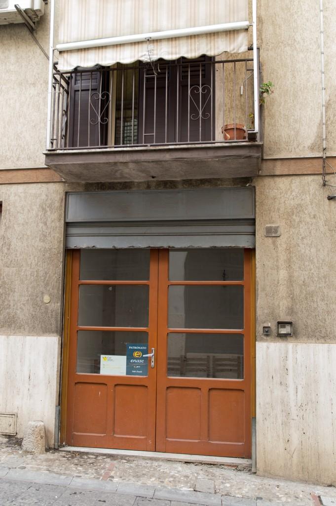 Italian Food Near Me Abandone Building Casa: Old-fashioned Apartment